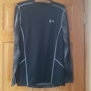 Under Armour Top Fitted SM/P/P
